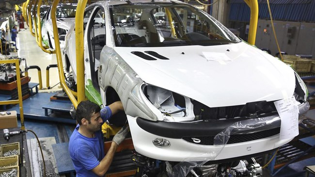 Frances auto giant PSA Group says it is pushing ahead with a plan to invest in Iran's auto industry despite an increased anti-Iran rhetoric by the United States under President Donald Trump.