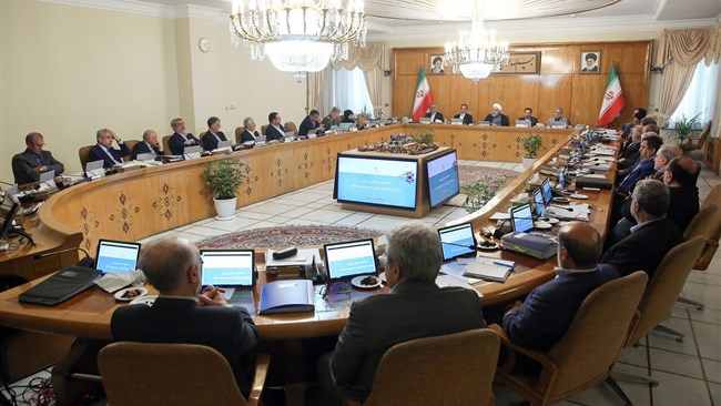 The Iranian cabinet has approved a law that allows authorities to grant residency to investors of other nationalities who can invest up to 250,000 euros in the Iranian economy.