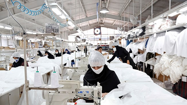 Iran says it is ready to export medical gowns to other countries as its production of the protective equipment has surged to 100,000 per day.