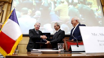 Iran-France business forum that was held Tuesday in Tehran with foreign ministers and private sector representatives in attendance, concluded with the signing of 5 documents for joint cooperation.